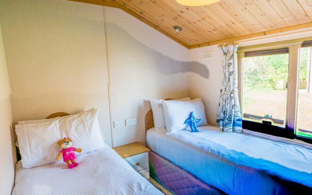 Comfsort Lodge Twin Bedroom