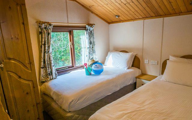 Comfort Lodge Twin Bedroom