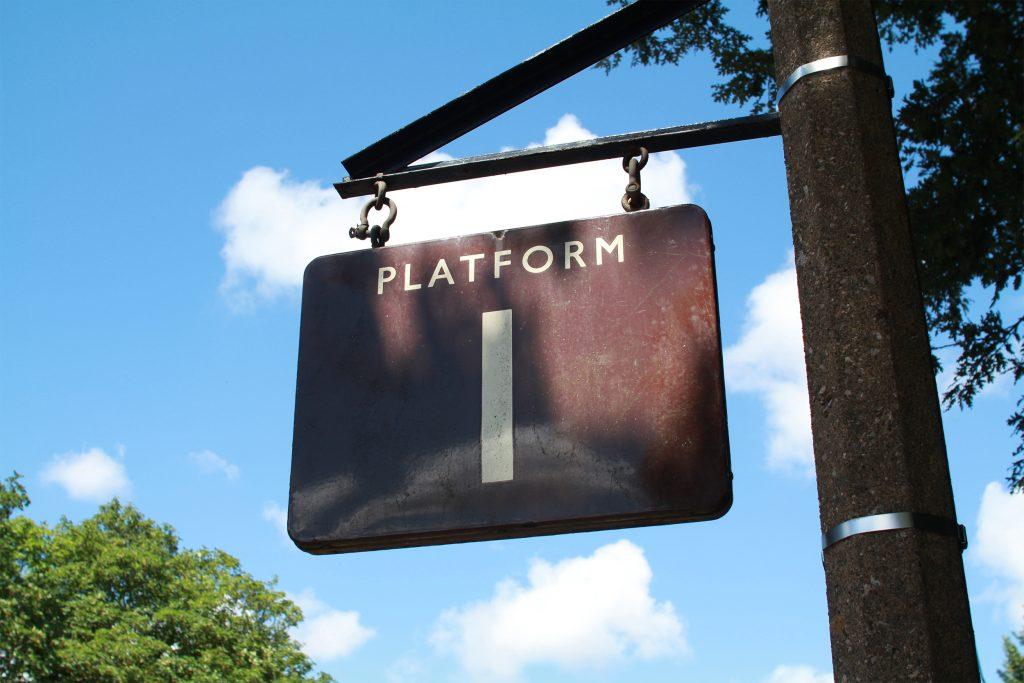 dartmouth-steam-railway-platform
