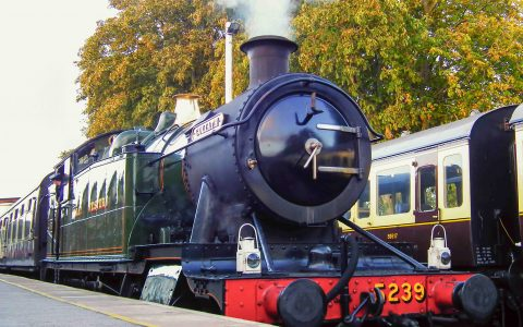 dartmouth-steam-railway-train