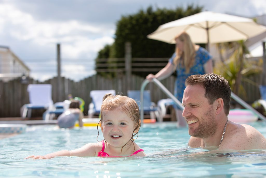outdoor-swimming-pool-beverley-park