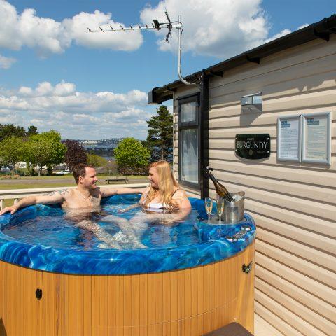 hot-tub-caravan-devon