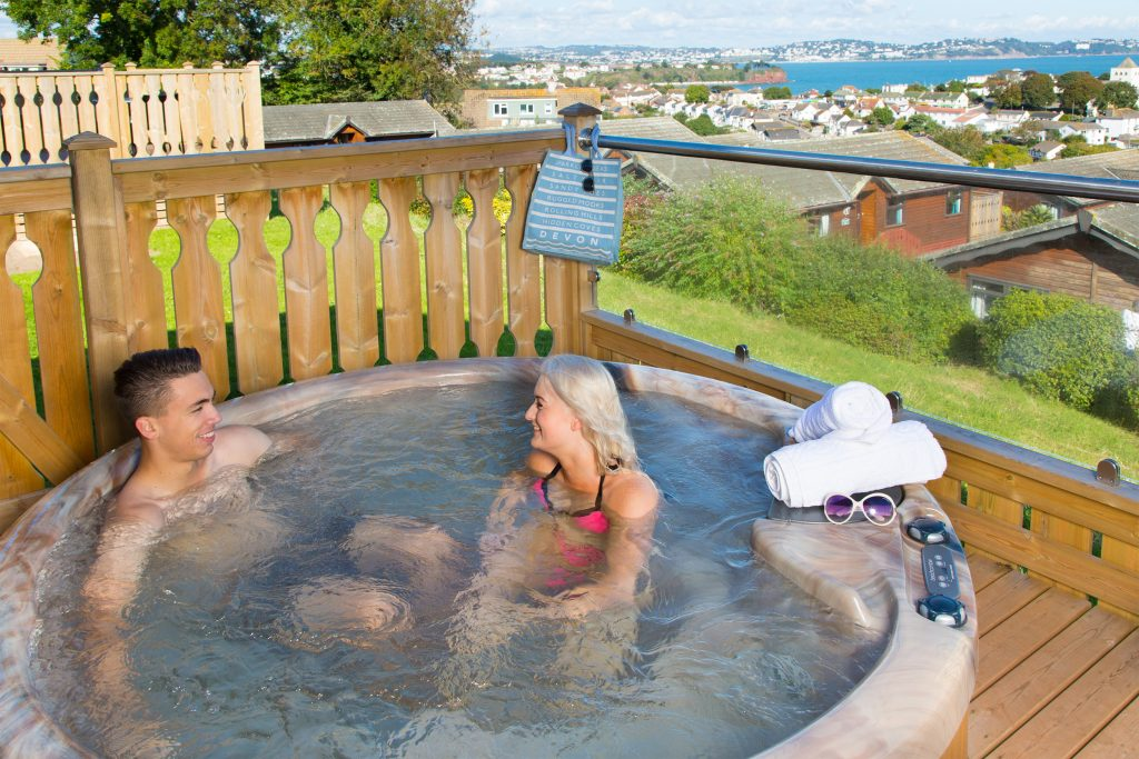 hot-tub-holiday-lodge-beverley-view-devon