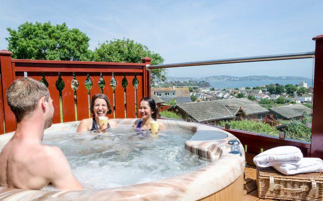 hot-tub-lodges-holiday-devon