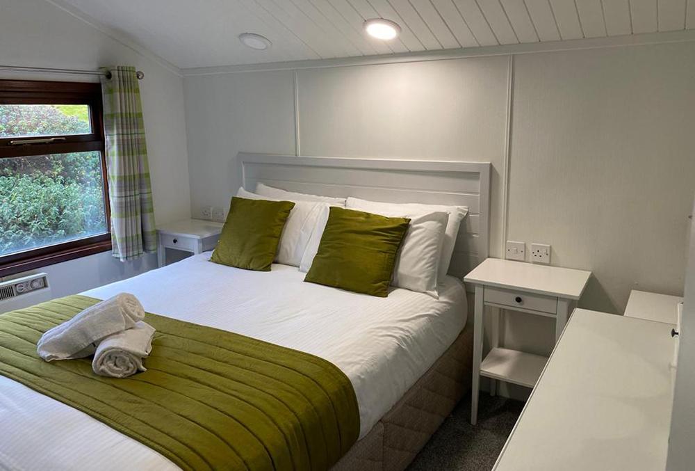premier-lodge-bedroom